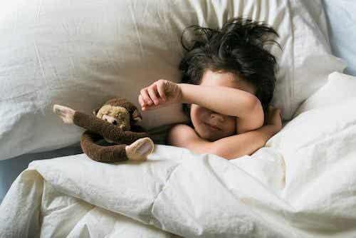 Terrori notturni e incubi nei bambini: cosa fare?