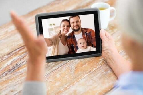 durante la quarantena, la tecnologia può esserci molto utile per tenerci in contatto con i nostri cari