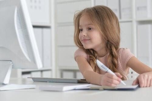 Come insegnare l'amore per la scrittura a vostro figlio