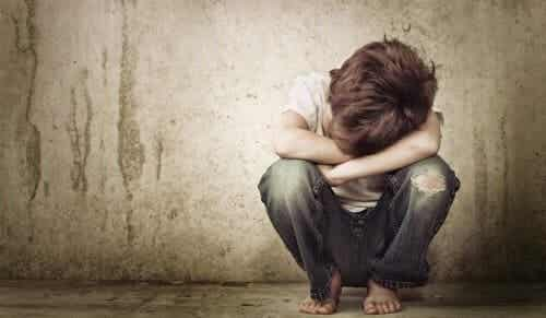 La negligenza emotiva plasma adulti poco assertivi
