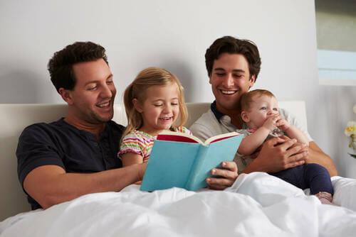 Famiglia che legge