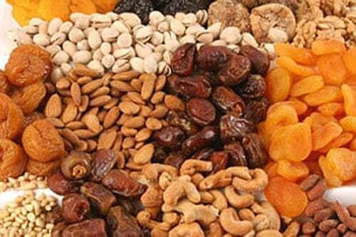 Frutta secca, datteri, albicocche