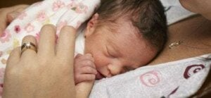 Come prendersi cura di un neonato prematuro in casa