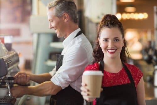 Importanza dei privilegi ragazza che lavora in un bar