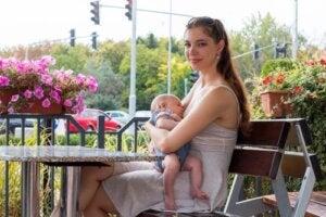 Condividere per normalizzare l'allattamento al seno