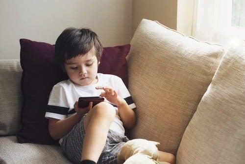 Come avere un telefono a prova di bambino