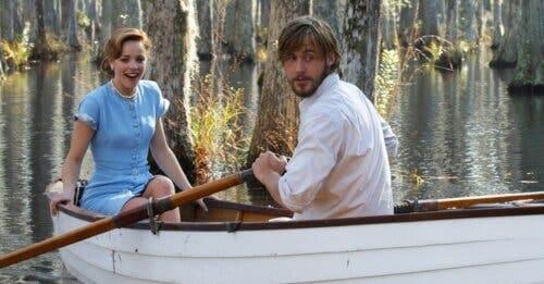 ragazzo e ragazza in barca