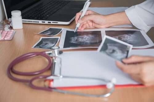 Medico referta delle ecografie: fecondazione eteropaternale
