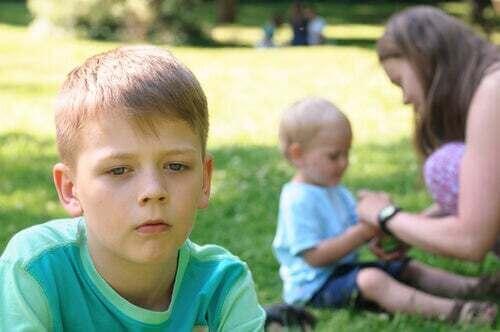 Bambino geloso del fratellino: come evitare la gelosia tra fratelli.