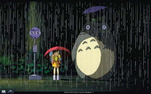 Totoro con una bambina sotto la pioggia.