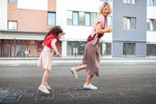 Sviluppare le abilità grosso-motorie dei bambini: 8 utili giochi