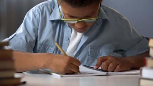 7 giochi con carta e matita per divertirsi in famiglia