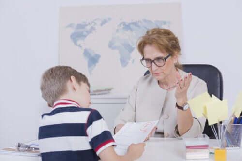 Voti bassi: come posso aiutare mio figlio a migliorare?
