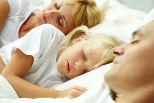 Dormire con i figli: sì o meglio di no?