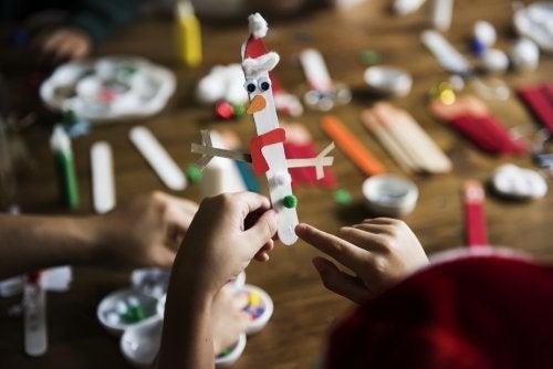 5 attività per bambini con i bastoncini di gelato