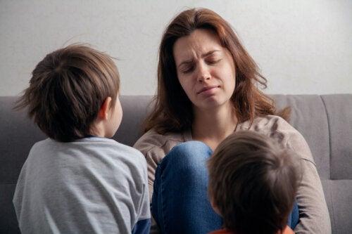 Perché imparare a delegare aiuta a godersi la maternità