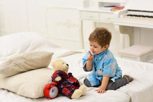 Bambini che parlano da soli: tutti i vantaggi