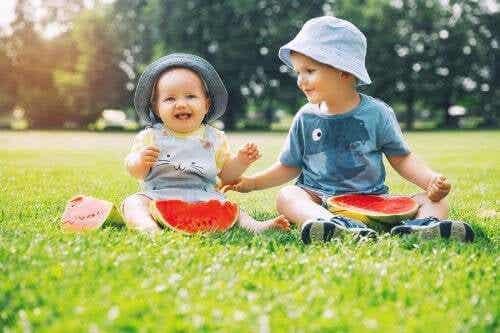 Come cambia il comportamento del bambino con l'arrivo di un fratellino