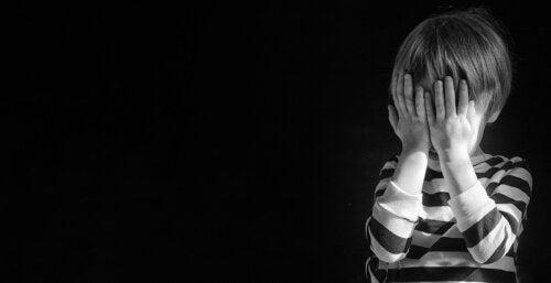 Segni che un bambino sta pensando al suicidio