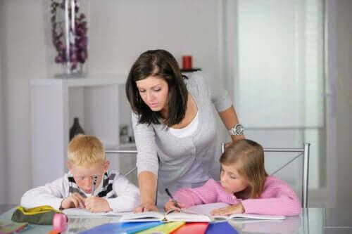 Il dettato: i 12 benefici di questo strumento educativo