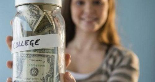 Risparmiare per l'università dei figli: come e quando iniziare