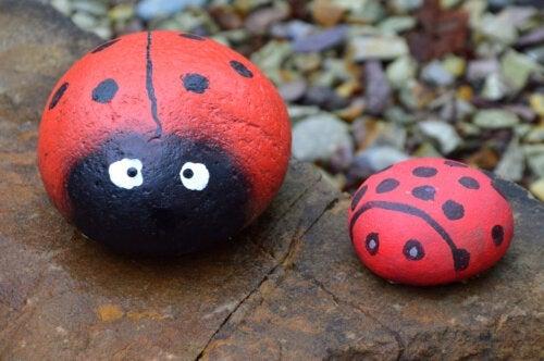 5 lavoretti con le pietre dipinte da fare con i vostri figli