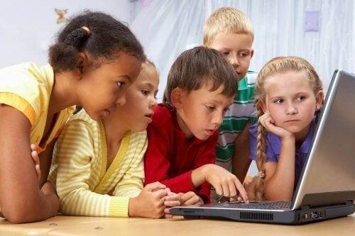 I corsi online sono utili per l'apprendimento dei vostri figli?