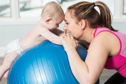 Ginnastica ipopressiva: 3 esercizi durante il postpartum