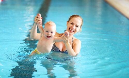 6 esercizi di nuoto da far fare ai bambini