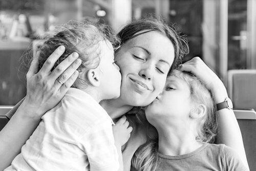 Una madre racconta il motivo per cui non vuole che i suoi figli siano felici