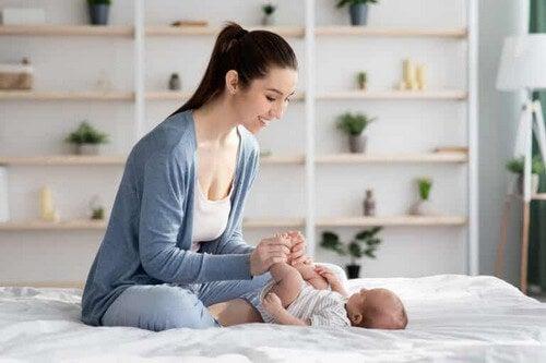 Massaggi per alleviare le coliche del neonato: passo dopo passo