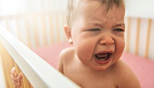 Il bambino ha paura della culla: come comportarsi?