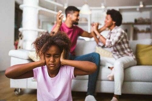 Brutte abitudini dei genitori che danneggiano i bambini