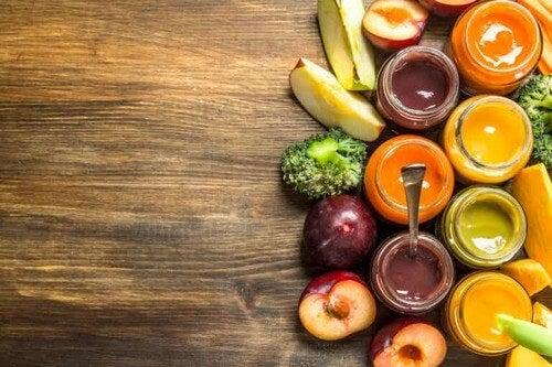 Porridge di frutta per bambini con problemi di stitichezza