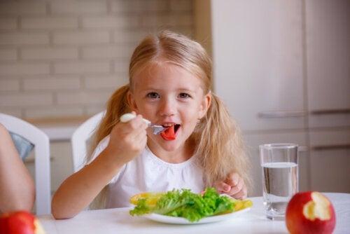 Buone maniere a tavola: le chiavi per insegnarle a vostro figlio